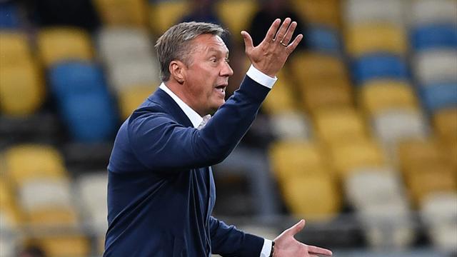 Тренер киевского «Динамо» накричал на женщину-арбитра и кинулся обниматься в качестве извинения