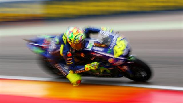 Rossi: Comeback mit Daumenbremse