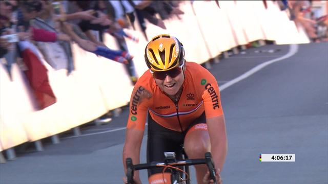 Blaak recovers from crash to win women's road race world title