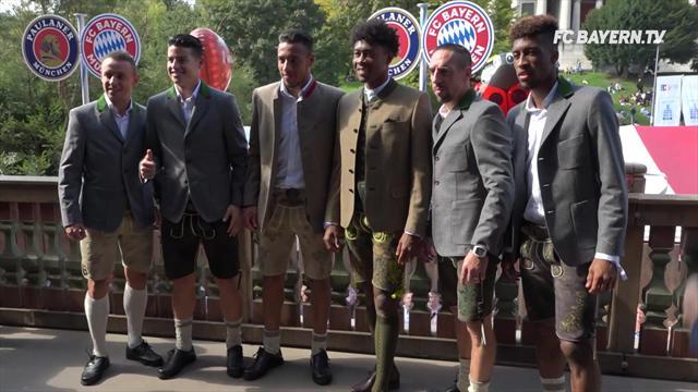 Von wegen schlechte Laune: Bayern-Stars feiern auf der Wiesn