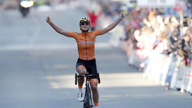 Blaak claims rainbow jersey with road race win in Bergen