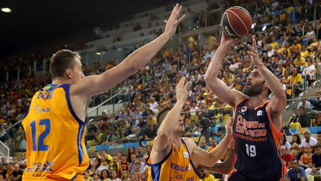 El Valencia Basket doblega al Gran Canaria y conquista su primer título de la Supercopa