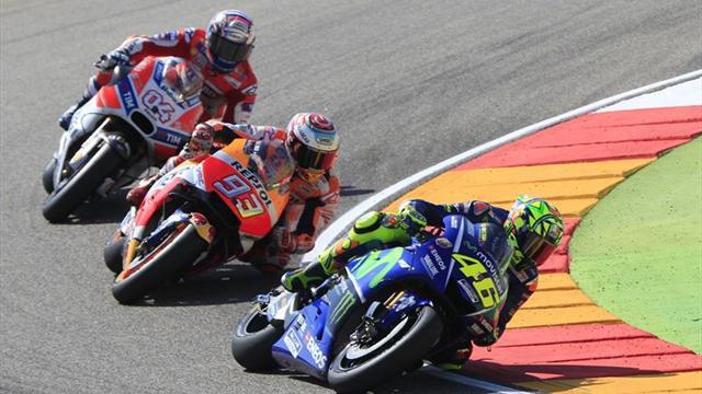 Rossi asegura en tono irónico que a lo mejor Pedrosa tendría que correr solo