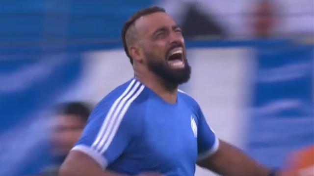 Фанат «Марселя» выскочил на поле, забил гол и расплакался как девчонка