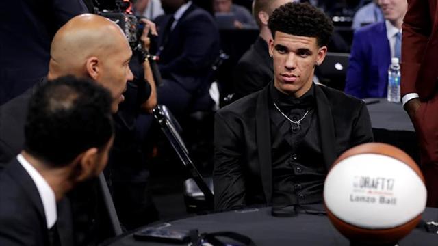 """Unos Lakers """"jóvenes, por hacer y hambrientos"""" arrancan con Ball al mando"""