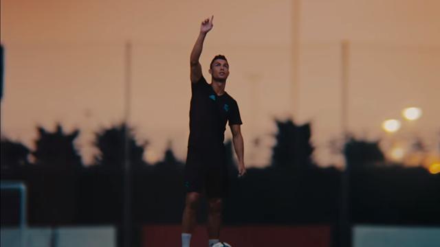 Веб-панковый ролик, в котором реальный Роналду пытается повторить свой же финт из FIFA 18