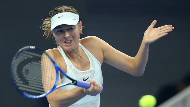 Sharapova se défait de Makarova et affrontera Halep en huitième