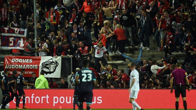 Crolla la tribuna durante l'esultanza ad Amiens: feriti i tifosi del Lille