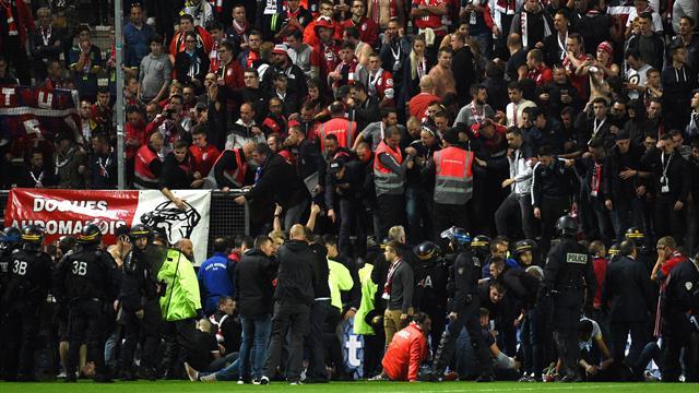 18 фанатов получили травмы в результате падения с трибун на матче «Амьен» – «Лилль»
