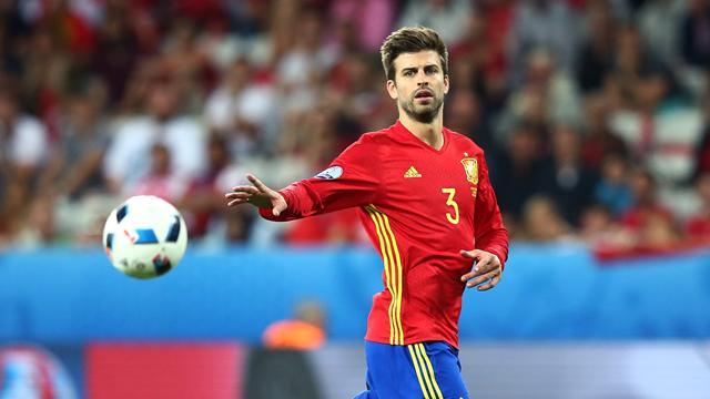 Pique is one of Spain's great patriots, his treatment by mob of hate is a national disgrace