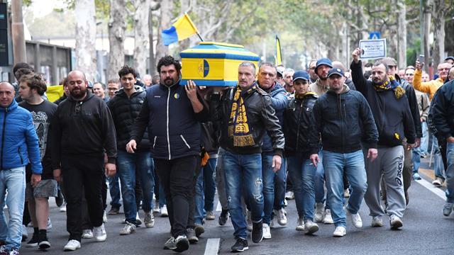 Il Modena nel caos: salta la sfida al Braglia col Mestre e i tifosi fanno il funerale