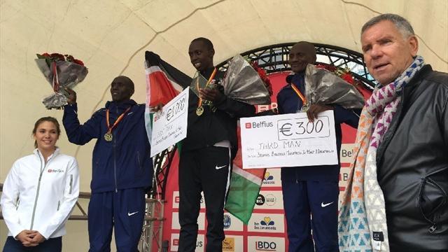 Polémica tras la maratón de Bruselas con premios diferentes a hombres y mujeres