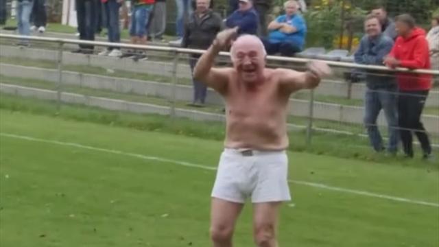 Дед в шортах, заставший Бисмарка, выбежал на поле во время матча региональных команд Германии