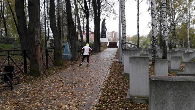 Пермские лыжники тренируются на кладбище и у крематория из-за разбитых трасс
