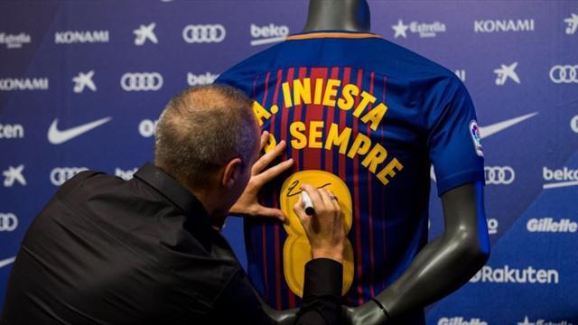 """Iniesta renueva de por vida y defiende a Piqué: """"Lo ideal sería que no hubiera pitos"""""""