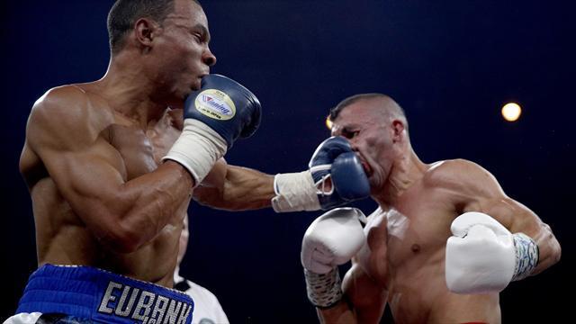 Юбэнк-младший нокаутировал Йылдырыма и вышел в полуфинал WBSS