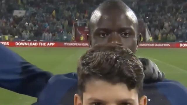 Болгары затроллили Канте выдав ему самого высокого боллбоя и повторив прикол из FIFA 18