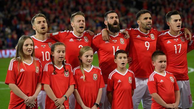 Завораживающее акапельное исполнение национального гимна болельщиками и игроками Уэльса