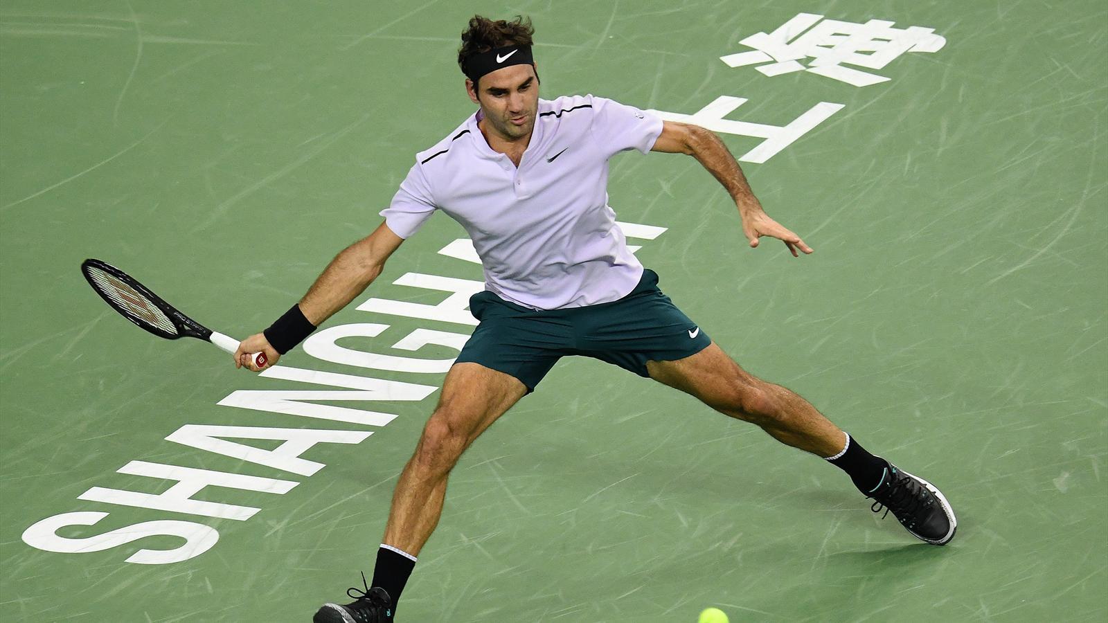 Roger Federer fatica, ma elimina Schwartzman in due set