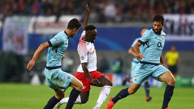 La roulette exceptionnelle d'Augustin face à deux défenseurs de Porto