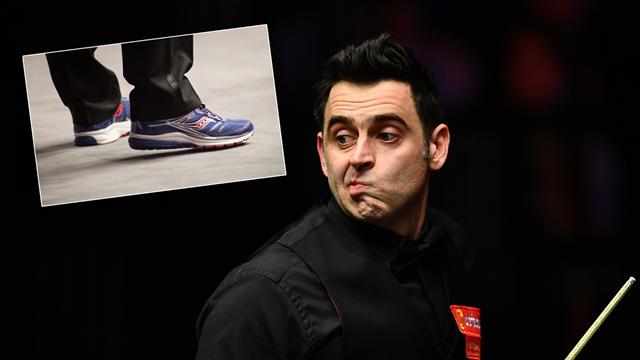English Open: La explicación de Ronnie O'Sullivan para calzar unas zapatillas en lugar de zapatos