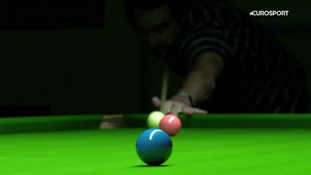 """A lezione di snooker da Ronnie O'Sullivan: come usare lo """"swerve"""", ovvero il colpo di parabola"""