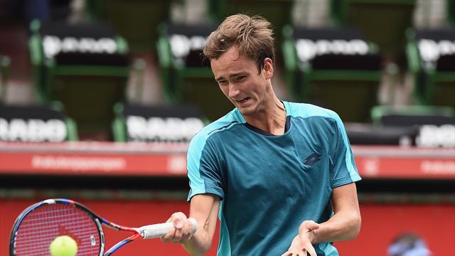 Медведев проиграл Башичу в четвертьфинале Кубка Кремля