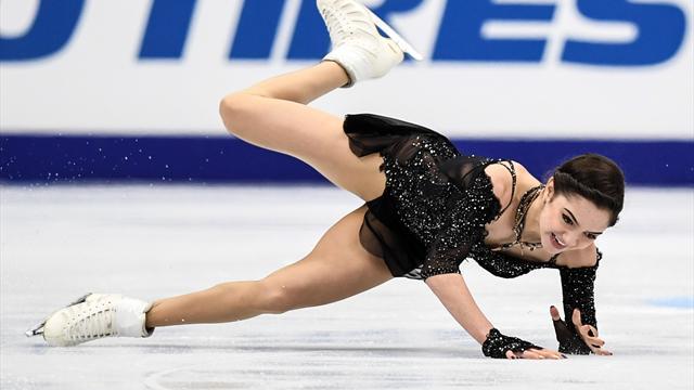Медведева упала в произвольной программе, но выиграла этап Гран-при в Москве