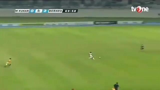 Футболист забил после забега через полполя встиле Болта