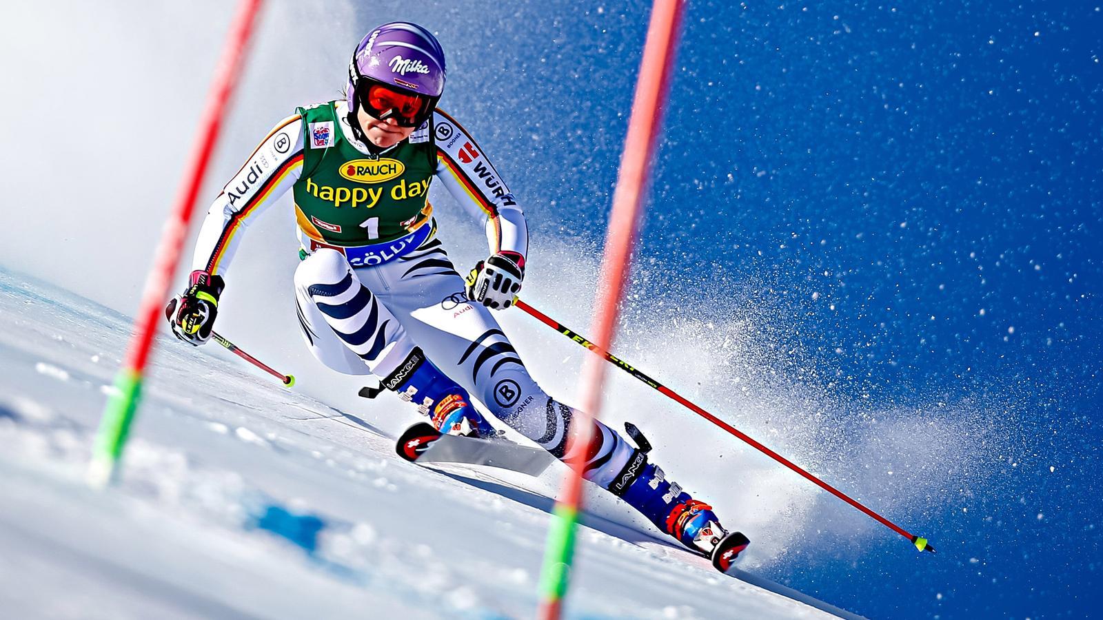 Rebensburg takes gold in opening giant slalom World Cup of season - Alpine Skiing - Eurosport