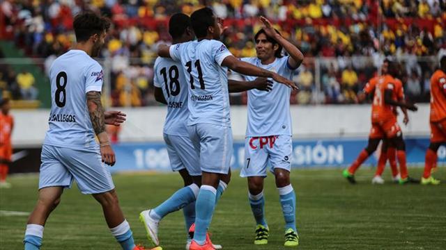 El argentino Carando anota tres goles y encarrila el triunfo del Garcilaso, líder del futbol en Perú
