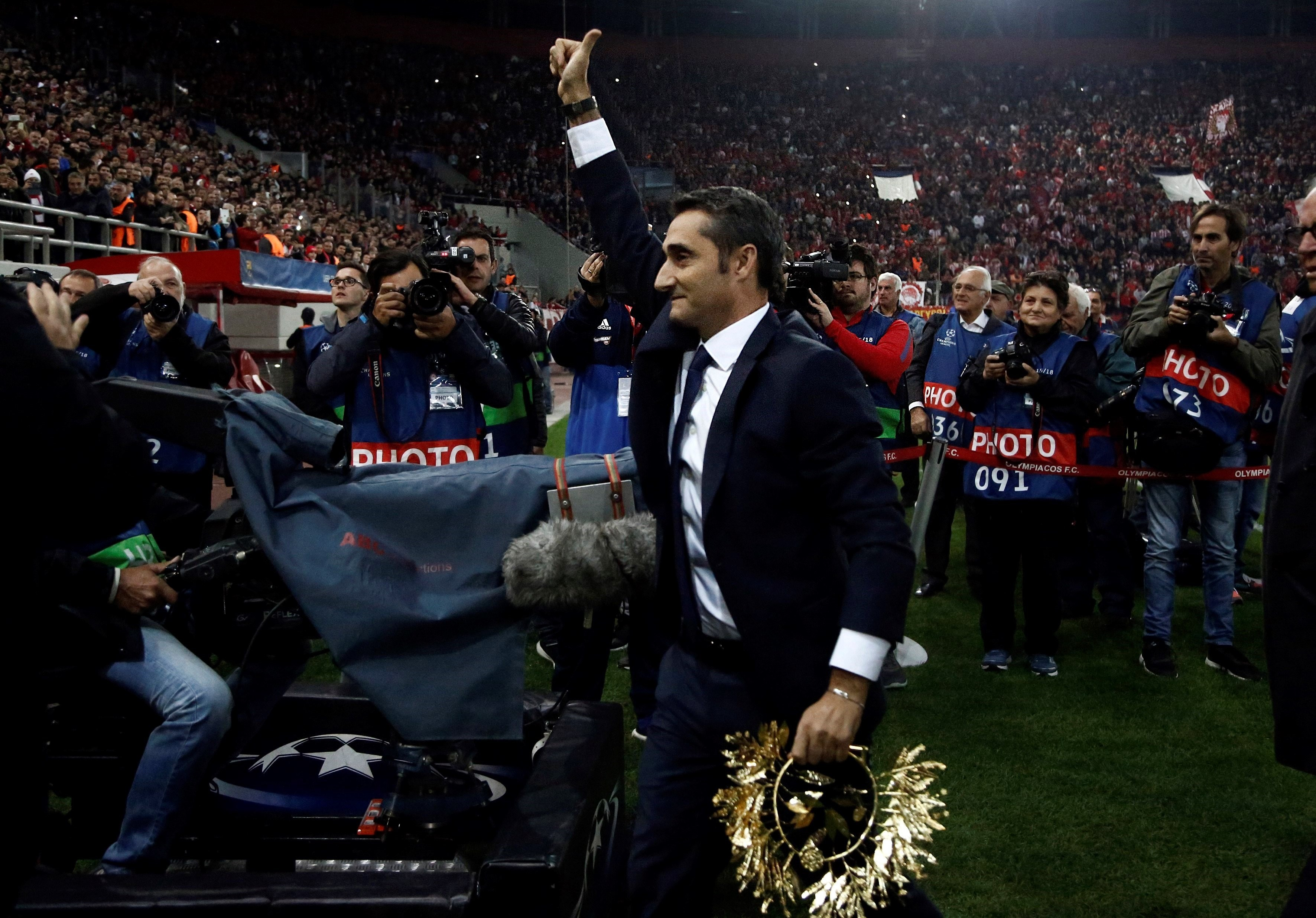 Ernesto Valverde, homenaje en el Olympiacos-Barcelona