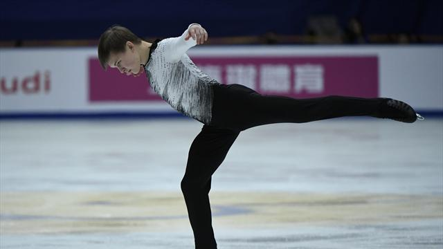 Russian Kolyada dazzles to lead in China