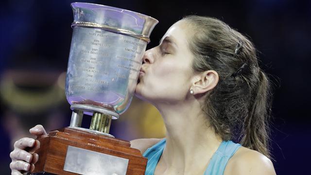 Goerges rallies past Vandeweghe to lift WTA Elite Trophy