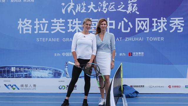Павлюченкова и Граф зарубились в теннис на крыше 330-метрового небоскреба