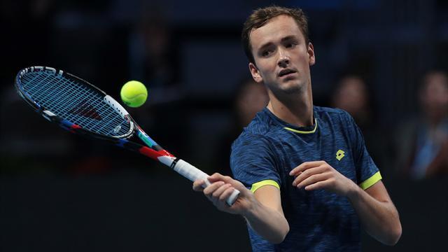 Медведев обыграл Хачанова на старте молодежного Итогового турнира