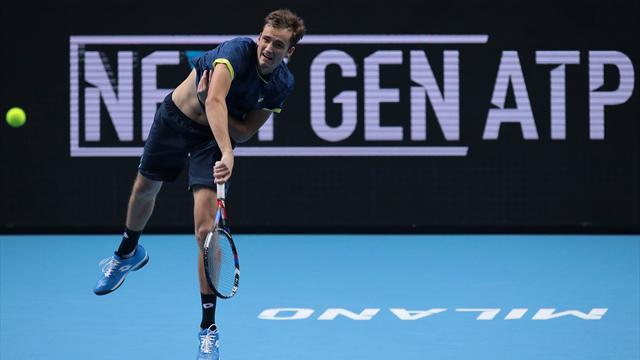 Медведев проиграл Чоричу на молодежном Итоговом турнире