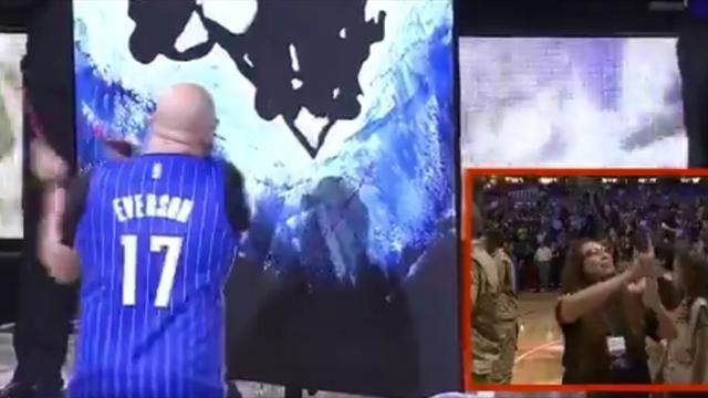 Бородатый художник исполнил гимн США на матче НБА и за пару минут написал крутую картину