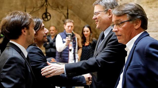 La Generalitat homenajea a Ángel Nieto con la presencia de su familia