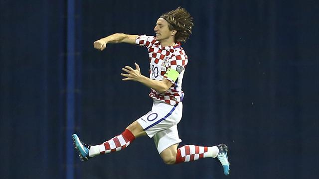 Croatia on cusp of finals after hammering sloppy Greece