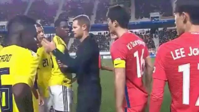 Колумбийский футболист сделал расистский жест вматче сЮжной Кореей