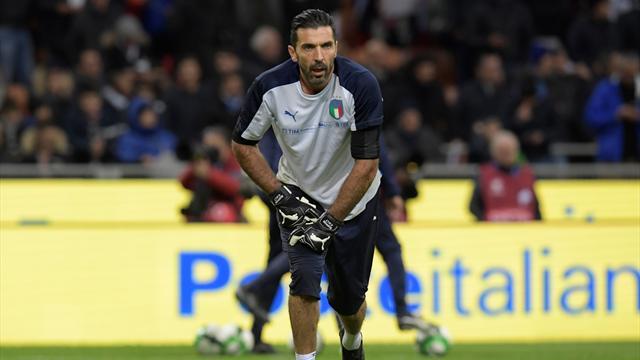 Итальянские фанаты освистали гимн Швеции, и тогда Буффон похлопал соперникам в знак уважения