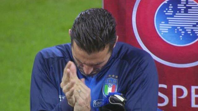 San Siro fischia l'inno svedese, ma Gigi Buffon risponde così: soltanto applausi