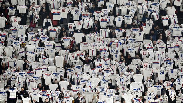 Quand le Groupama Stadium imite la célébration de Fekir