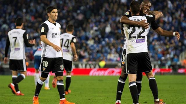 El Valencia no da tregua al Barcelona