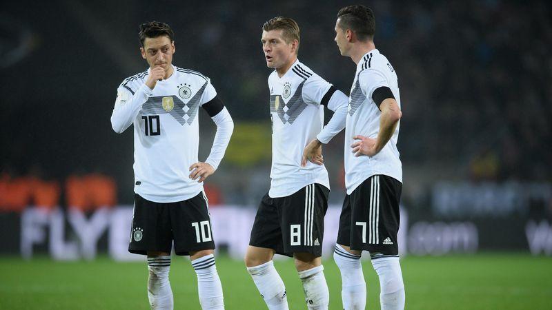 Mesut Özil, Toni Kroos et Julian Draxler lors du match amical Allemagne-France