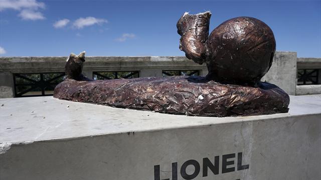 """Künstler über zerstörte Messi-Skulptur: """"Es ist ein Angriff auf die Kunst"""""""