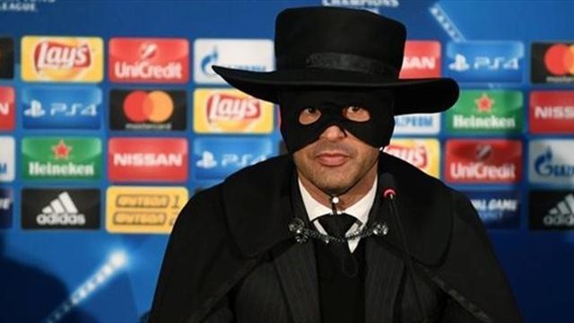 Главный тренер «Шахтера» после победы над «Сити» пришел на пресс-конференцию в костюме Зорро