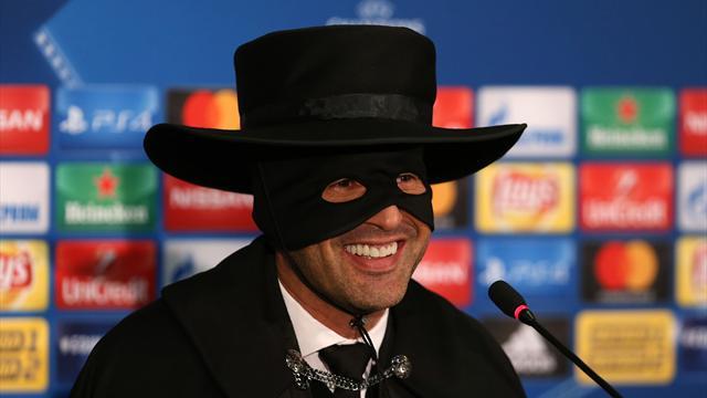Donezk-Trainer Fonseca als Zorro zur Pressekonferenz
