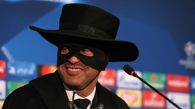 Fonseca si traveste da Zorro in conferenza: Shakhtar agli ottavi, promessa mantenuta